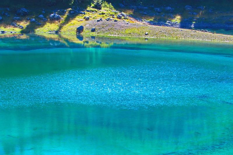Озеро Карецца в Доломітових Альпах (Італія)