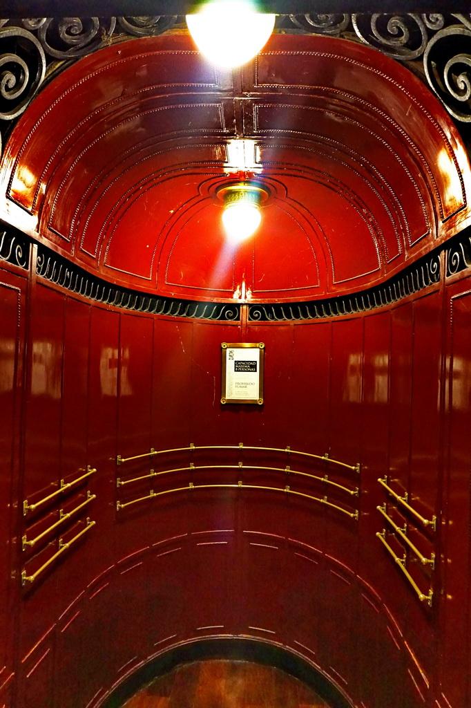 Ліфт в Паласіо Бароло, Буенос-Айрес