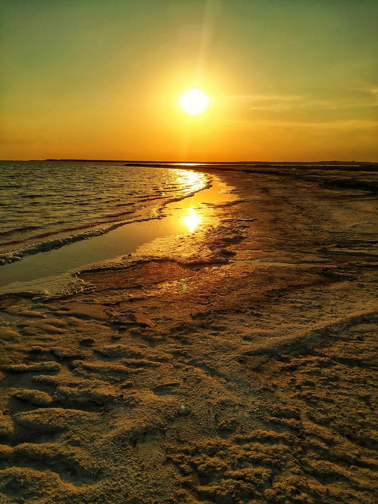 Захід сонця на озері Сиваш